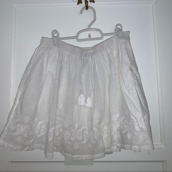 Old Navy Dresses & Skirts - NEW white mini skirt with detailed pattern bottom